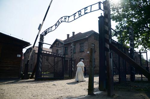 Papa Francisco Auschwitz.jpg