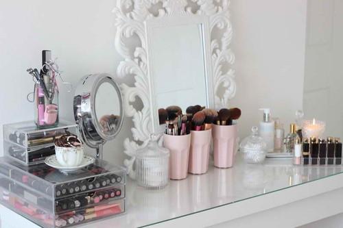 penteadeira-organizada-com-cosmeticos.jpg
