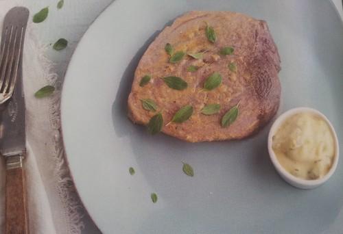 Bife de Atum com Molho Tártaro.jpg