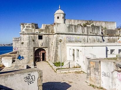413px-Forte_de_Santo_António_da_Barra,_novembro_2