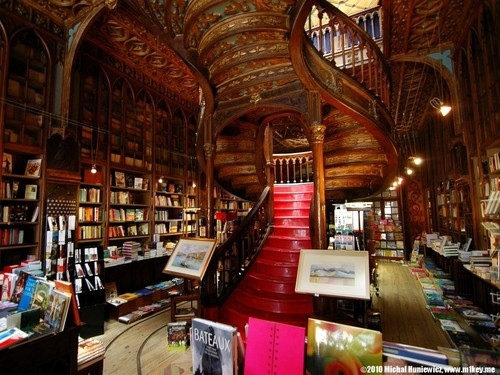 livraria_lello_e_irmao_-_porto_portugal.jpg