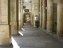 Santiago Arcada na Rua do Villar. In wikipedia.jpg