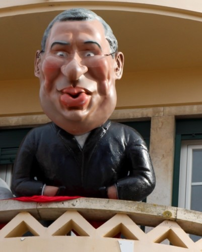 PM-AntonioCosta-BonecoCarnaval.jpg