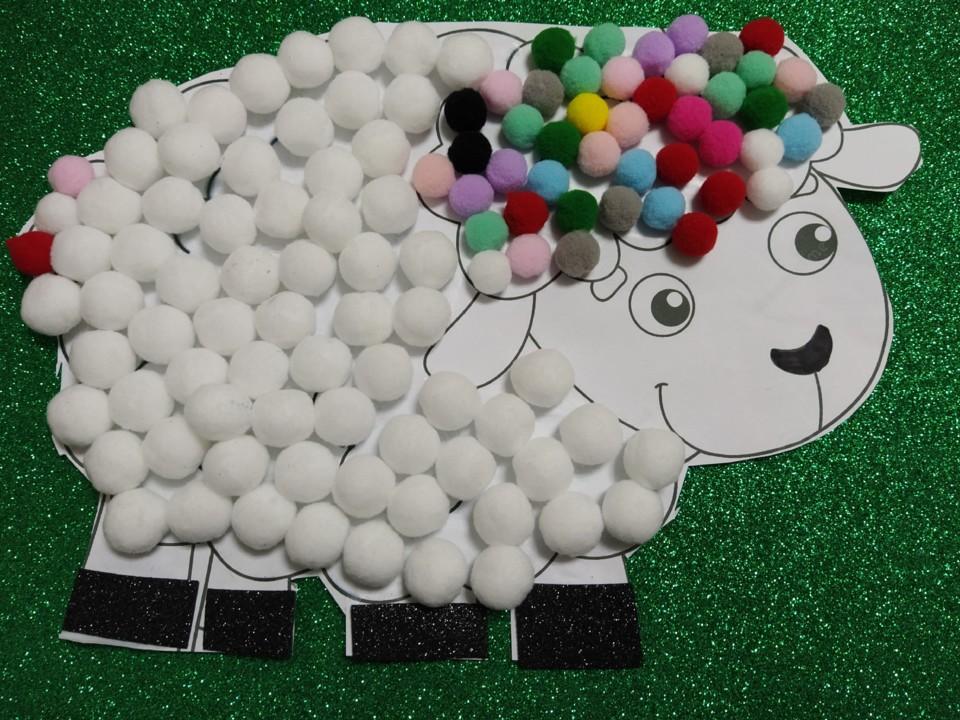 Hora do conto, a ovelhinha que veio para jantar. (
