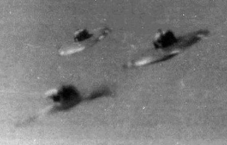 Flying Saucers Photographs (3).jpg