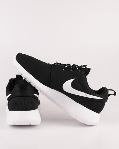 Nike-Wmns_Nike_Roshe_Run_black-white_sneakers_5118