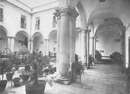 Colégio dos Loios claustro.jpg