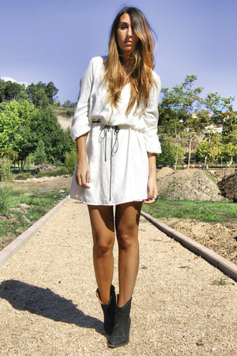 black-cowboy-boots-elite-boots-white-zara-dress_40