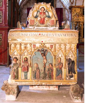 Túmulo da Rainha Santa, facial da cabeceira.png