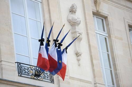 Les drapeaux de l'Elysée en berne le 14 novembre.
