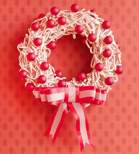 3-diy-candy-cane-wreath.jpg