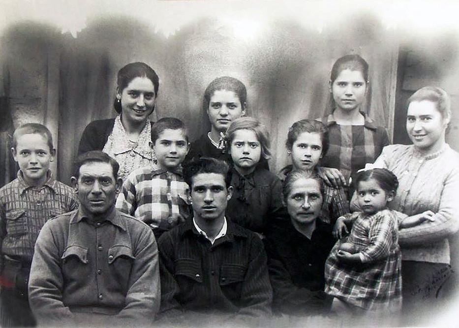 15 - Familia Maçarongo.jpg