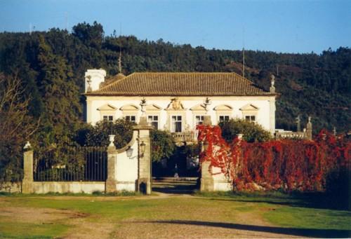 O Palácio visto do jardim.jpg
