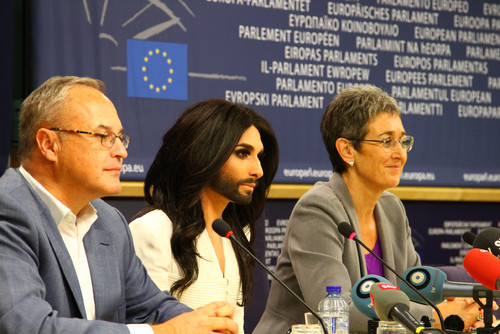 Conchita no Parlamento.docx.jpg