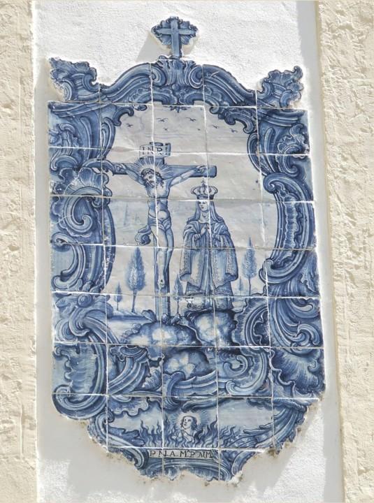 Painel de azulegos representando o Calvário.jpg