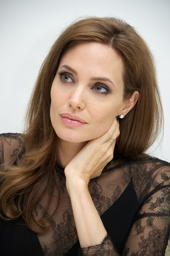 angelina-jolie-parenting-21may14-05.jpg
