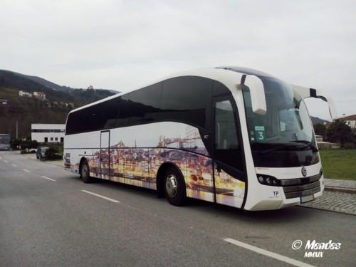 Autocarro na Rua 25 de Abril.jpg