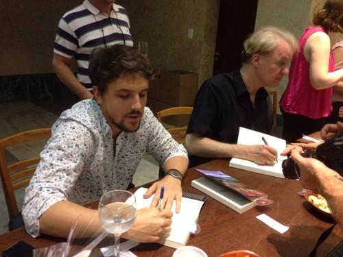 Renan Quinalha (à esquerda) advogado da Comissão Nacional da Verdade e, à direita, James Green, professor de cultura brasileira nos EUA, e militante histórico LGBT no Brasil. Crédito da Foto: Gean Gonçalves