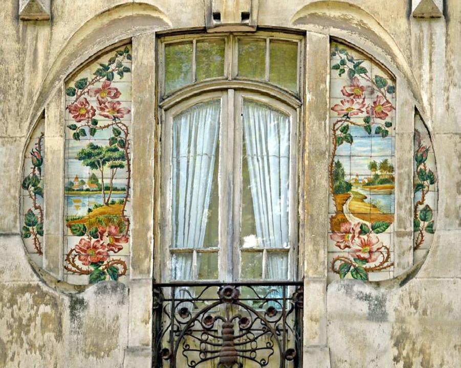 Fig. 16. Casa decorada com azulejos da autoria de