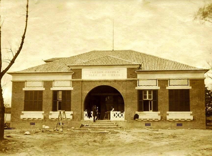 Jardim Escola em construção.jpg