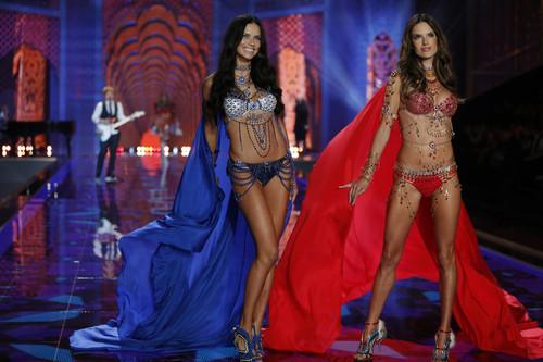 fashion-show-runway-2014-exotic-traveler-adriana-a
