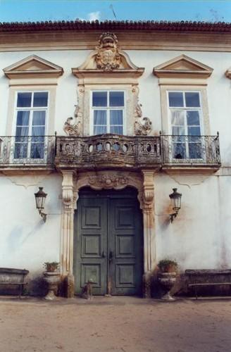 Zona central da fachada do palácio.jpg