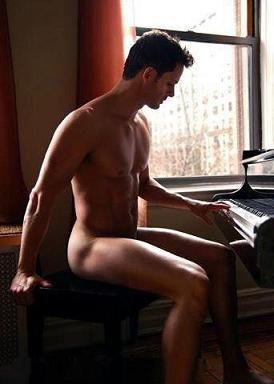 o autor ao piano