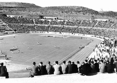 Jogo de futebol, Estádio (A. Ferrari, post 1944)