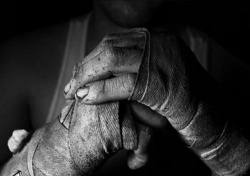 hands_man_struggle_fists_bandage_2794_1920x1080.jp