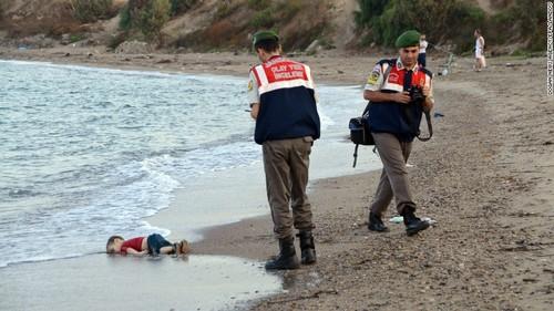 150902112836-restricted-refugee-boy-bodrum-exlarge