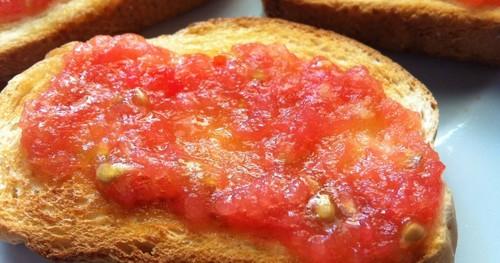 torrada com tomate.jpg