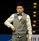 Ding_Junhui_at_Snooker_German_Masters_(DerHexer)_2