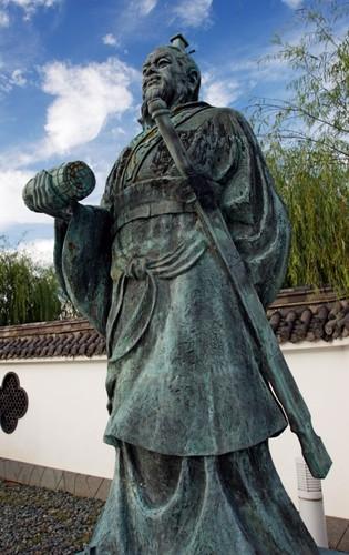 Estátua de Sun Tzu, em Yurihama (Japão)