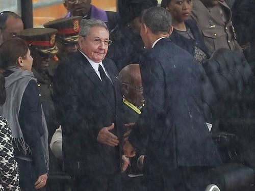 obama_castro_handshake_AP.jpg
