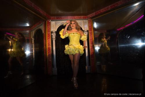 Espectáculo de Transformismo no Finalmente Club, Lisboa. Samantha Rox (Marco Ferreira) em actuação no palco. Samantha Rox surgiu em 1986.