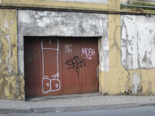 Rua dos Combstentes portão de garagem.JPG