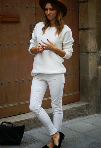 color-blanco-jerseys-jeans-marron-oscurolook-main-