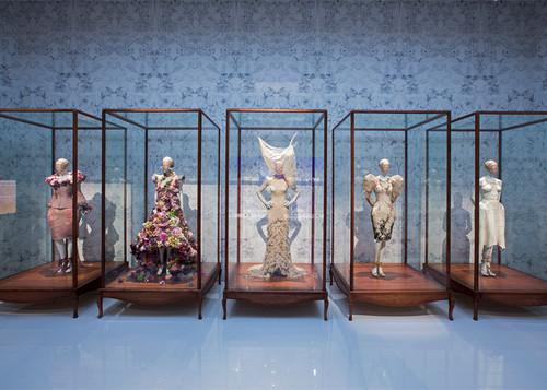 Alexander-McQueen-Savage-Beauty-V-A-Museum2.jpg