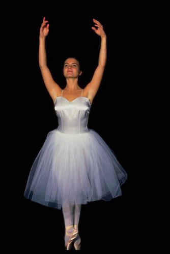 Ballerina in white on toe.jpg