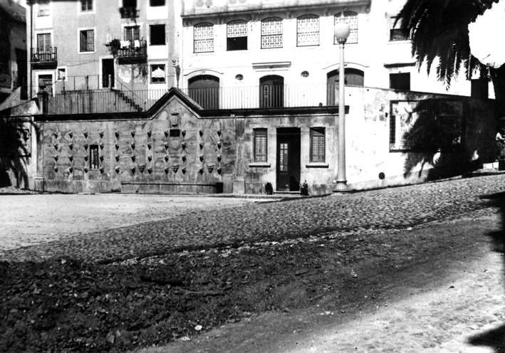 Fonte do Largo da Feira, ou dos Bicos.jpg