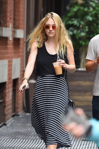 Dakota-Fanning-in-Long-Dress--09.jpg