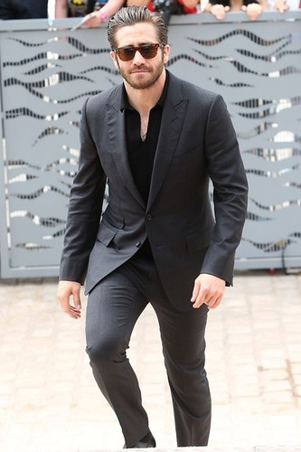 Jake-Gyllenhaal-Vogue-13May15-Getty_b_426x639_1.jp