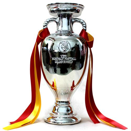 The-Henri-Delaunay-Trophy-Replica-uefa-euro-2012-3