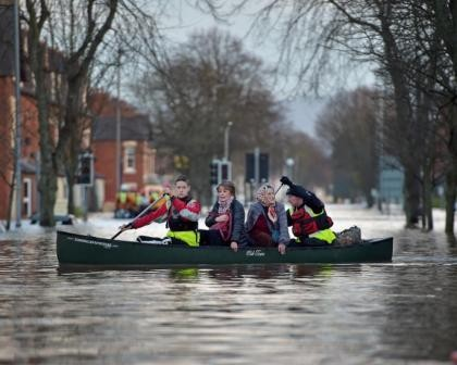 storm-desmond-flooding-evacuate.jpg