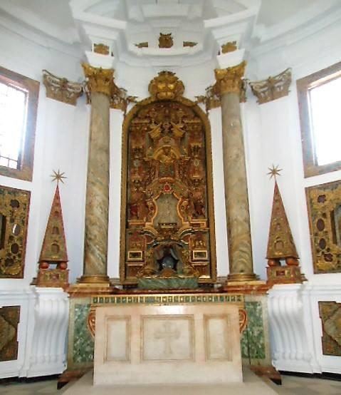 Igreja de Santa Cruz. Santuário 01.jpg