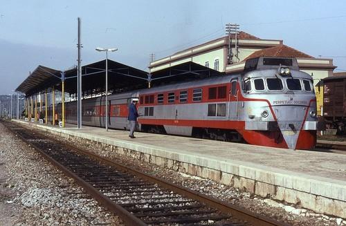 1024px-352003_Renfe_TalgoIII_-_Estaçao_Ferroviari
