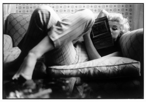 Marilyn Monroe reading by Ed Feingersh, March 1955