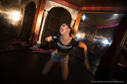 Espectáculo de Transformismo no Finalmente Club, Lisboa. Stefani Duvet (Tiago Santos) em actuação no palco.