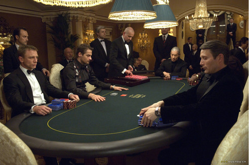 casino-royale-review-wallpaper-03[1].jpg