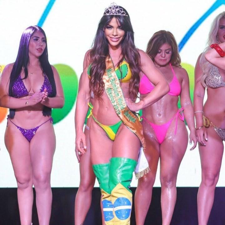 Suzy Cortez 3 (Brasil-faixa de Vencedora).jpg